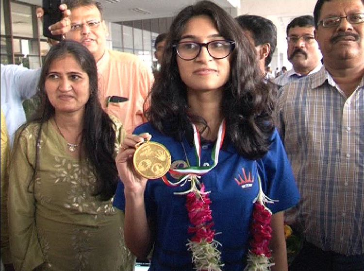 tejaswini sagar welcomed at ahmedabad airport