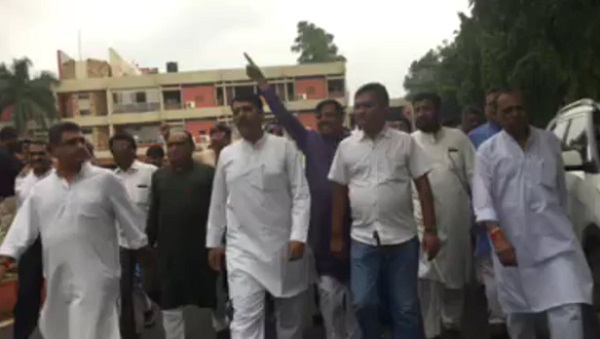 CONGRESS LEADERS MEET GOVERNOR OVER GROUNDNUT SCAM