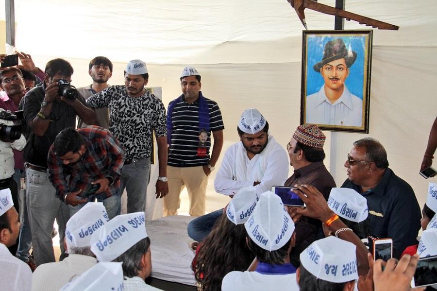 hardik patel under photo of bhagat singh
