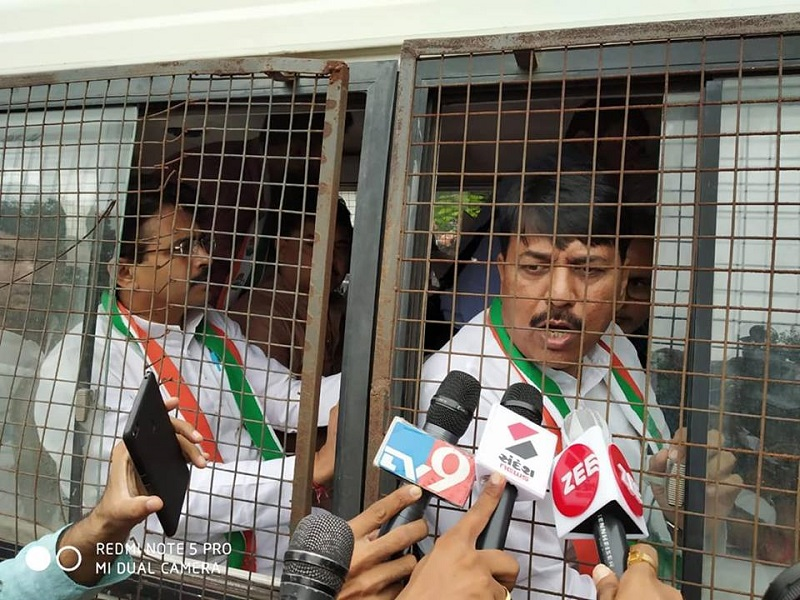 congress leaders detained against fuel price