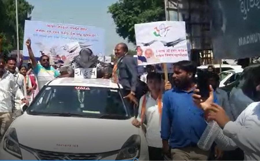 pm modi protest in anand