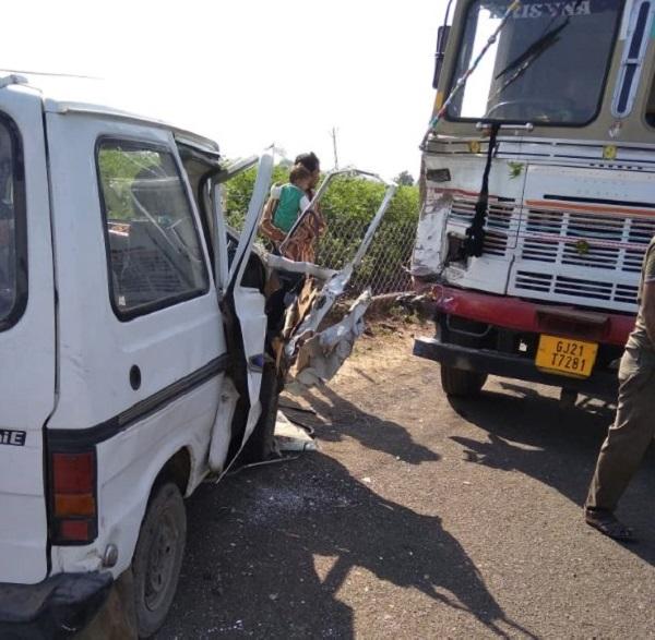 rajkot 5 injured in truck van accident