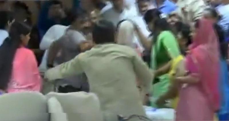 gandhinagar corporator fight