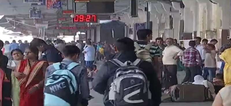 passengers affected due to fire in goods train at Dahanu