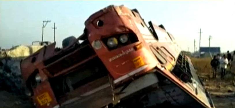 st bus toppled at porbandar