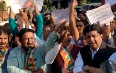 congress protest outside vs hospital