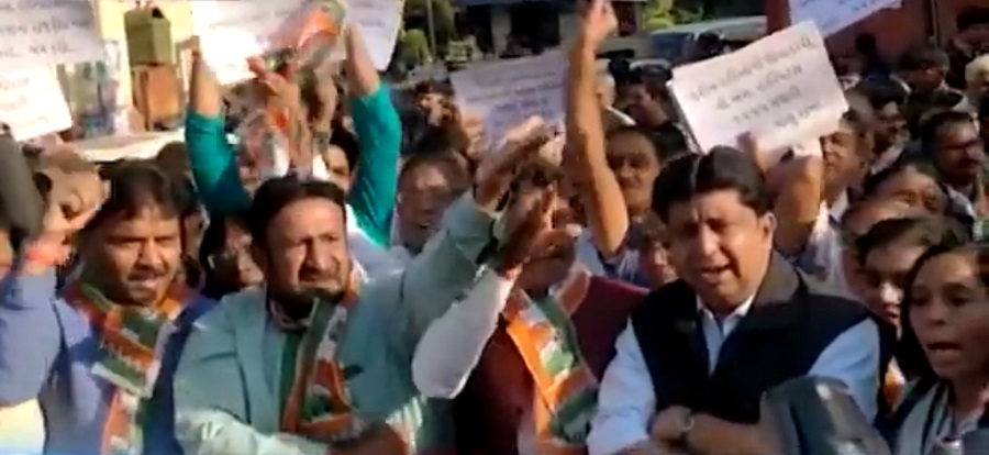 congress protest outside vs hospital