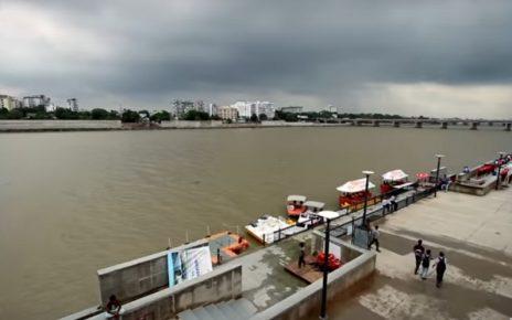 joggers at sabarmati riverfront