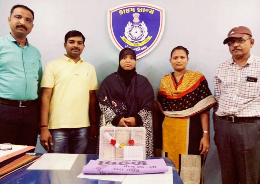 muslim lady arrested with old currency