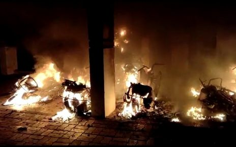 6 bikes burnt in bharuch