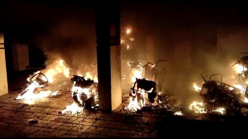 6 bikes burnt in bharuch