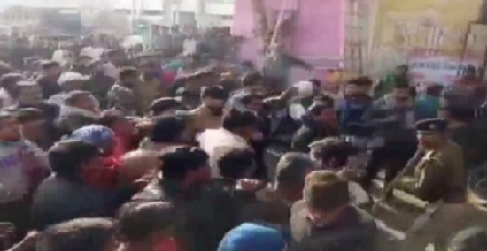 banaskantha clash between police and traders