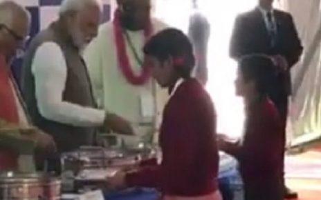 narendra modi serving food to children