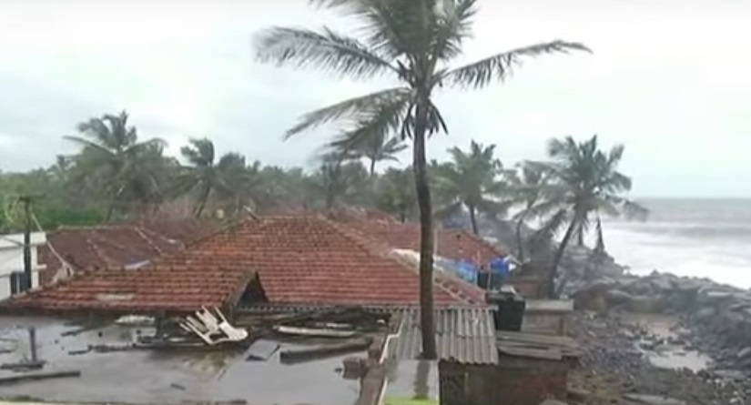 cyclone vayu to touch kutch coast