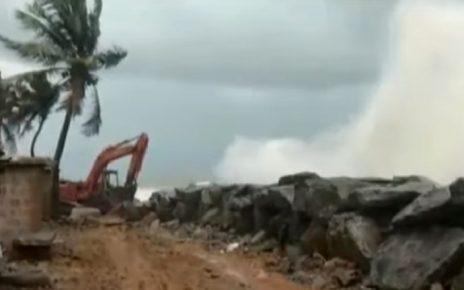 cyclone vayu touch gujarat coast