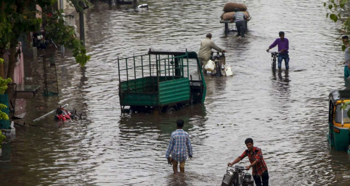 heavy rain lashes in south gujarat