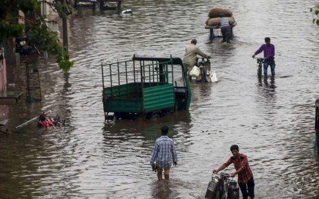 heavy rain lashes in south gujarat