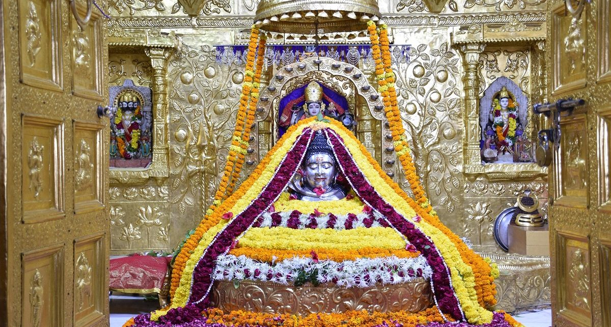 Devotees rush at Somnath Temple in month of Shravan |