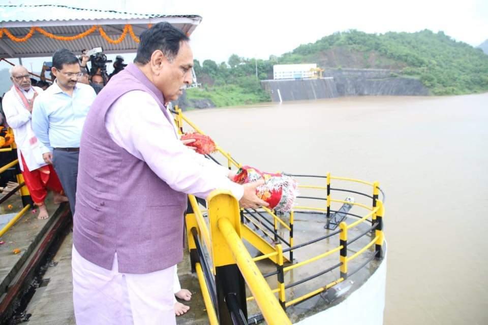 vijay rupani welcome narmada water