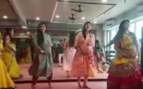 pregnant women play garba in surat