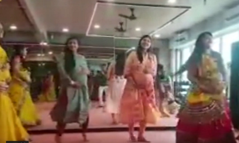 pregnant women play garba in surat