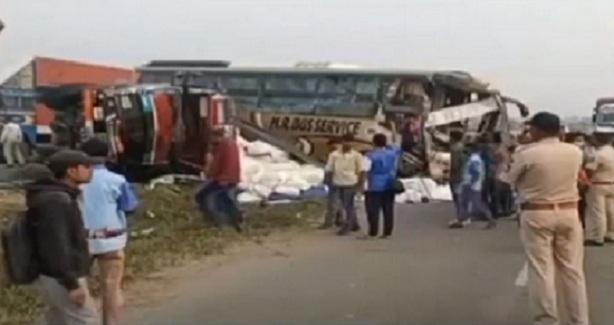 valsad road accident