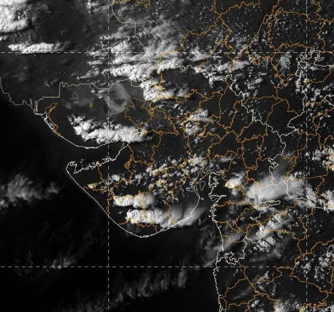 unseasonal rain in gujarat